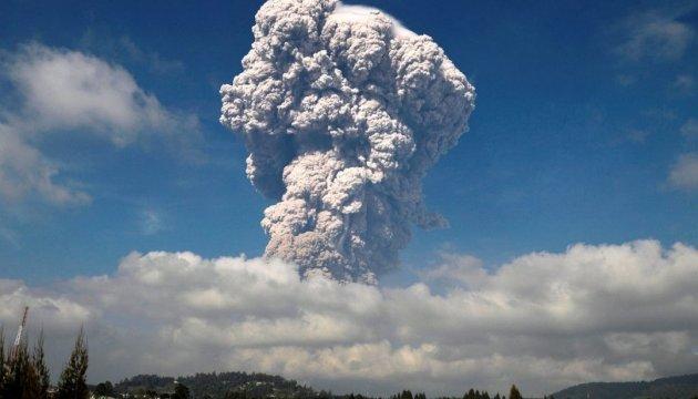 Вулкан Эбеко присыпал пеплом город Северо-Курильск