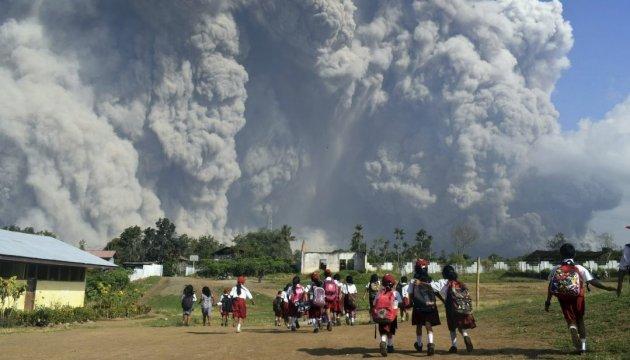 В Індонезії прокинувся вулкан Синабунг: оголосили найвищий рівень небезпеки
