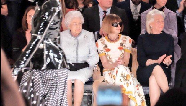 Елизавета II впервые посетила Неделю моды