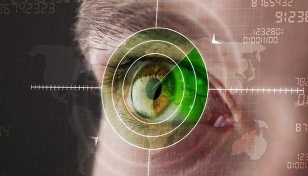 Искусственный интеллект научили проверять сердце по сетчатке глаза