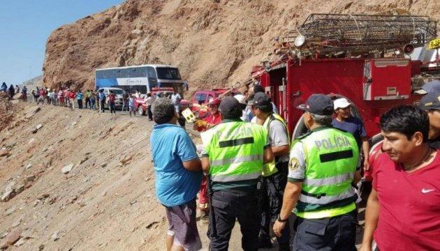 У Перу автобус впав в ущелину, щонайменше 10 загиблих