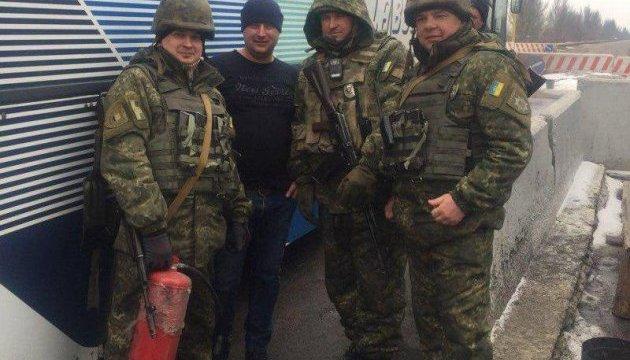 На Донеччині врятували пасажирів автобусу, який загорівся на в'їзді у місто