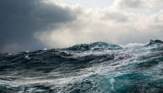 У берегов Китая грузовое судно столкнулось с пассажирским: есть пропавшие без вести