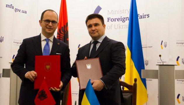 Клімкін обмінявся першими проектами угоди про ЗВТ із албанським колегою