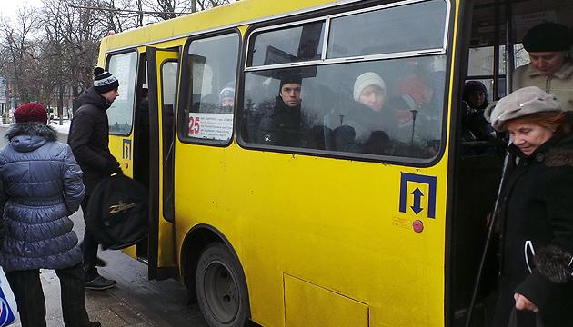 オメリャン・インフラ相「大都市の乗り合いバスは廃止されるべき」