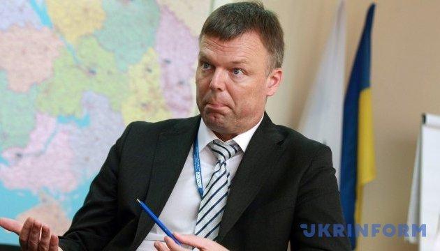 Zhebrivsky y Hug discuten la situación de seguridad en la línea de contracto