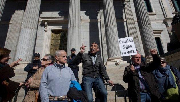 В Испании тысячи пенсионеров заблокировали парламент