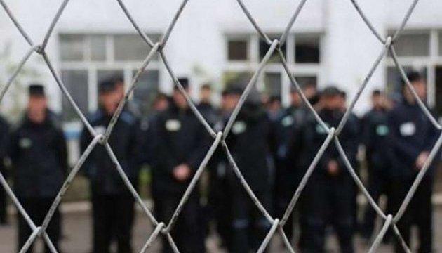 В'язнів у ОРДЛО під дулами автоматів заганяють до банд бойовиків