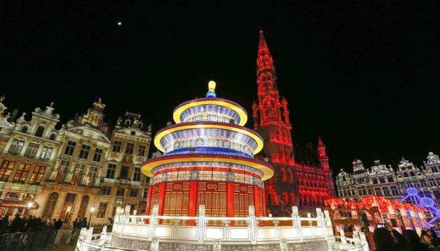 Брюссель засиял китайскими фонарями