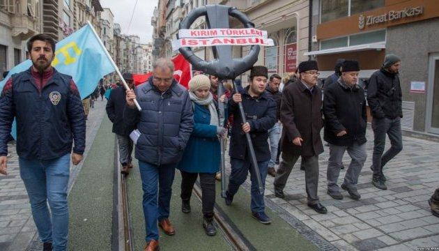 В Стамбуле пикетировали консульство РФ из-за аннексии Крыма