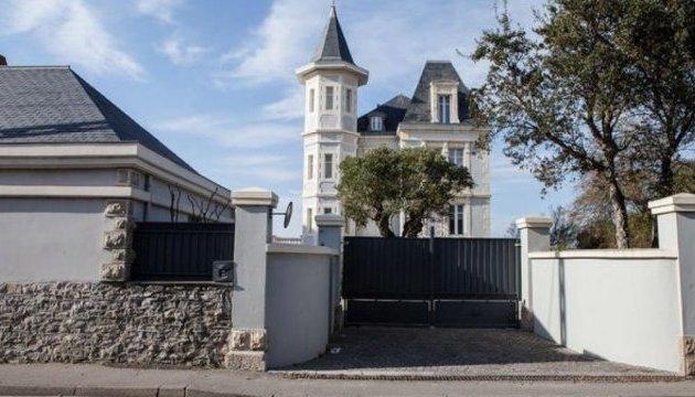 Во Франции активисты добрались к тайной даче дочери Пунина