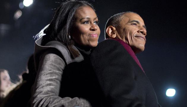 Обама викликав захоплення публіки на презентації книги дружини