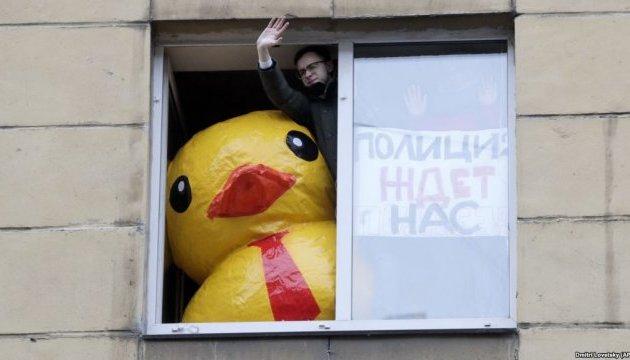 В РФ посадили активіста, який порушив закон щодо мітингів, не виходячи з дому