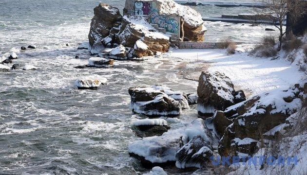 Черное и Азовское моря завтра накроет шторм