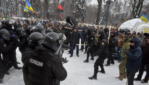 Fourteen police officers injured in clashes outside Ukrainian parliament