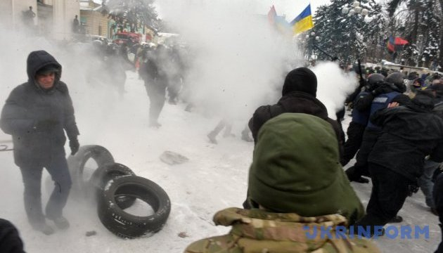 Поліцейського, який застосував газ проти журналіста, відсторонили від роботи
