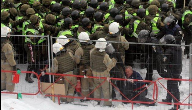 Столкновения под Радой: в МВД заявляют о 7 пострадавших полицейских