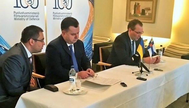 Міністр оборони Фінляндії сказав, які країни можуть відправити миротворців на Донбас