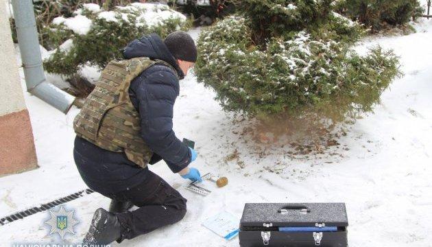 Поблизу школи у Рівному знайшли бойову гранату