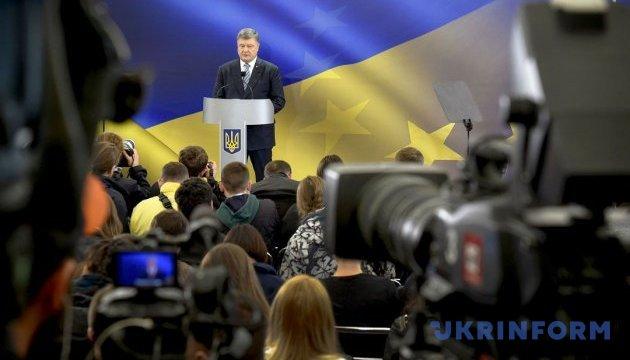 Порошенко заявляет о политизации работы местных советов