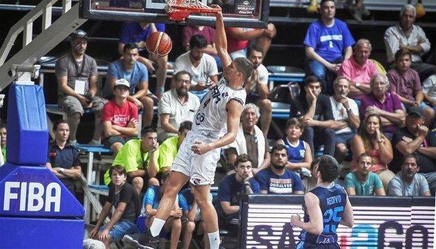 Баскетболист сборной Парагвая покинул матч после падения щита на голову