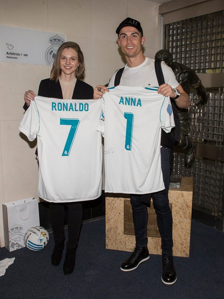 Anna Muzychuk swaps shirts with Cristiano Ronaldo 2505d9a2f