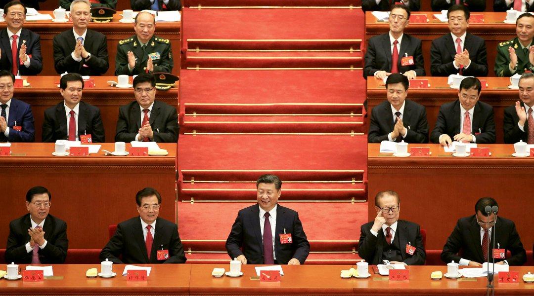 Поряд із Сі Цзіньпіном на 19-му зїзді КПК знаходились лідери 3-го та 4-го поколінь Цзян Цземінь та Ху Цзіньтао