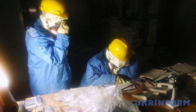 Рятувальники працюють всередині станції «Фукусіма-1» / Фото: Укрінформ