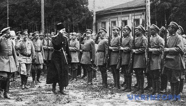 Гетьман Соропадській зі штабом оглядає Сірожупанну дивізію, серпень 1918 року