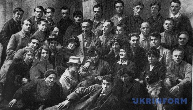 Колектив Київського драматичного театру, 1921 рік. Фото: Укрінформ