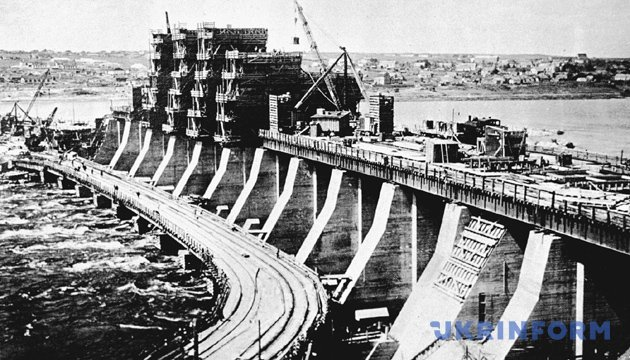 Будівництво греблі, 1929 рік. Фото: Укрінформ