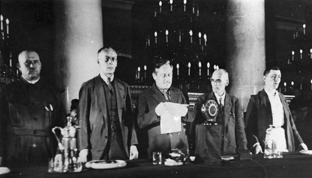 Голова Верховного суду Вишенський оголошує вирок. Фото: tsdkffa.archives.gov.ua