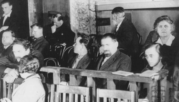 Члени ВСУ на судовому процесі, крайня справа Людмила Старицька-Черняхівська. Фото: tsdkffa.archives.gov.ua