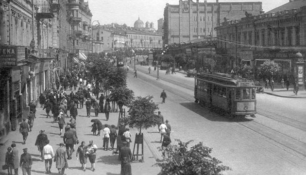 Хрещатик (тоді вулиця Воровського), 1930-ті роки. Фото: tsdkffa.archives.gov.ua