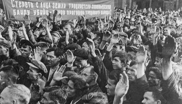 Загальні збори робітників з приводу судового процесу так званого «право-троцькістського блоку». Фото: Twitter