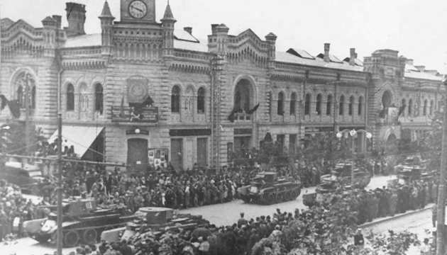 Радянські танки на параді в Кишиневі, 1940 рік. Фото: Twitter