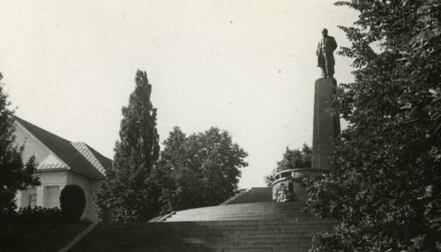 Пам'ятник Шевченку в Каневі. Фото: tsdkffa.archives.gov.ua