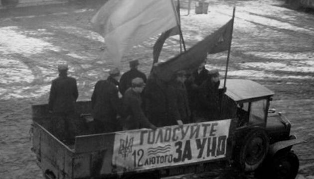 Агітаційна бригада «Карпатської Січі» агітує голосувати на виборах до Сейму Карпатської України за список УНО. Фото: territoryterror.org.ua