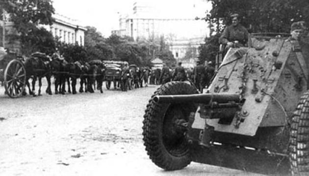 Радянські війська залишають Київ, вересень 1941 року. Фото: tsdkffa.archives.gov.ua