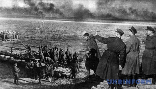 Переправа через Дніпро, 1943 рік. Фото: Укрінформ