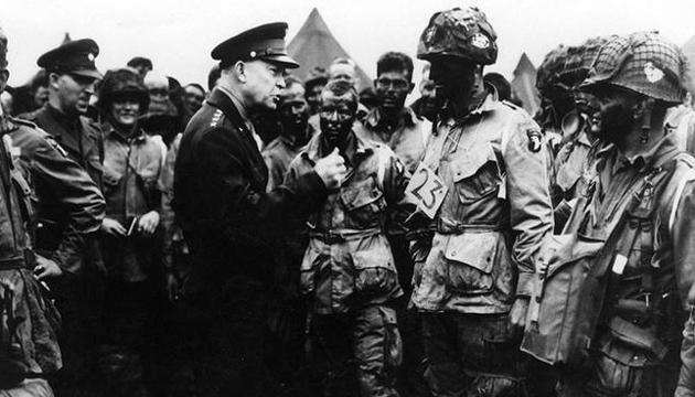 Верховний головнокомандувач союзницьких військ Дуайт Ейзенхауер перед висадкою десанту. Фото: Twitter