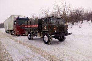 Від початку снігопаду із заметів витягли майже сім десятків авто