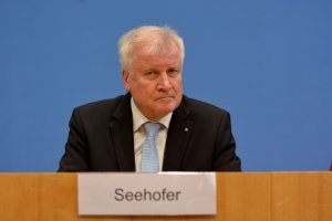 Глава МВД Германии пообещал увеличение числа полицейских