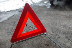 У Бухаресті автомобіль протаранив автобусну зупинку, є постраждалі