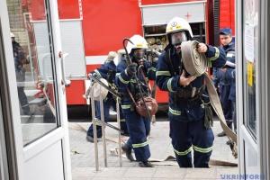 Торговый центр «Пирамида» в Киеве затянуло густым черным дымом из-за пожара