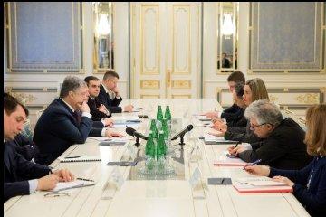 Poroshenko, Mogherini agree to enhance cooperation in fighting fake news