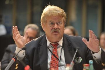 La Commission européenne a nommé Elmar Brok au poste de conseiller spécial pour les relations avec l'Ukraine