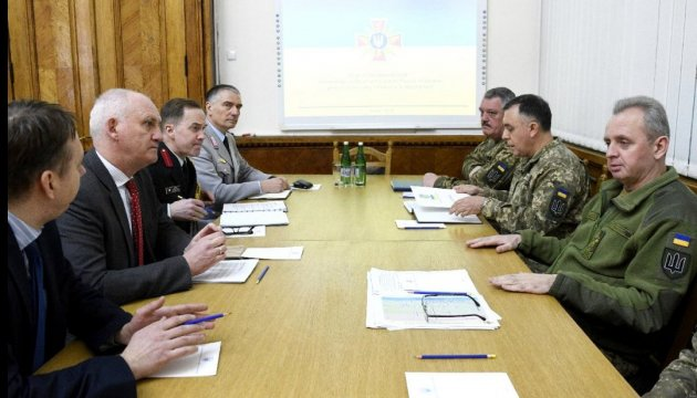 Muzhenko discusses with British adviser a management reform of Armed Forces of Ukraine