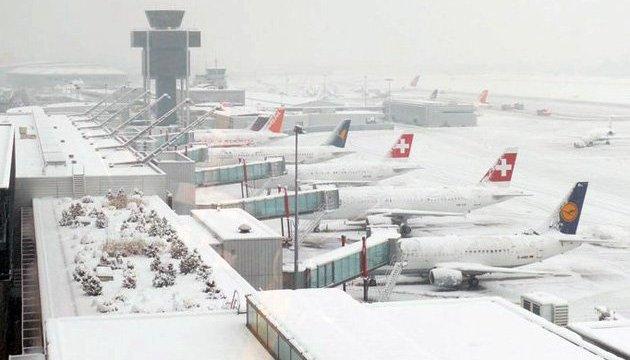 Аэропорт Женевы закрыли из-за снегопада