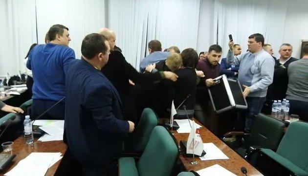 Депутати Луцької міськради побилися на нічному засіданні